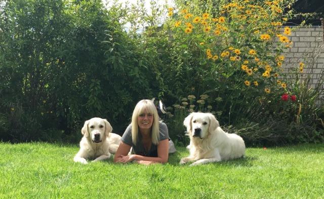Hundetrainerin Melanie Rose der Hundeschule Rose in Wolfsburg mit ihren beiden Hunden